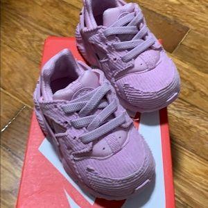Light pink nike Huarache sneaker